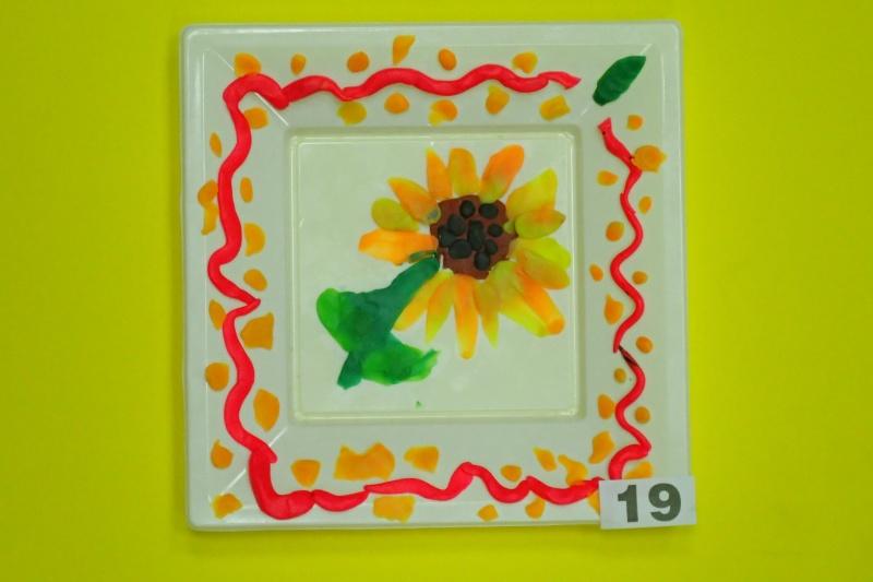 «Подсолнух», пластилин, декор, тарелки, Овинникова Вика, 5 лет.